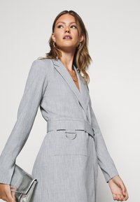 4th & Reckless - RUBY BLAZER DRESS - Robe chemise - grey - 3