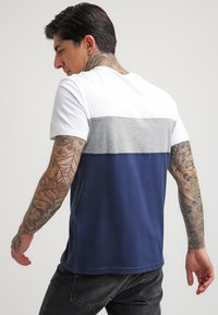 YOURTURN - Print T-shirt - white/dark blue - 2