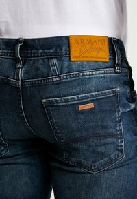 Armani Exchange - Džíny Slim Fit - indigo denim - 5