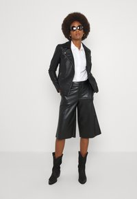 ONLY Tall - ONLMELISA BIKER - Giacca in similpelle - black - 1