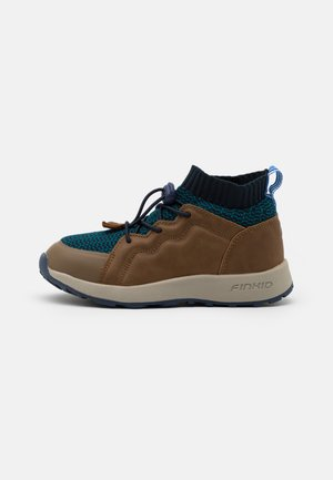 LOIKKA UNISEX - Hiking shoes - navy/seaport