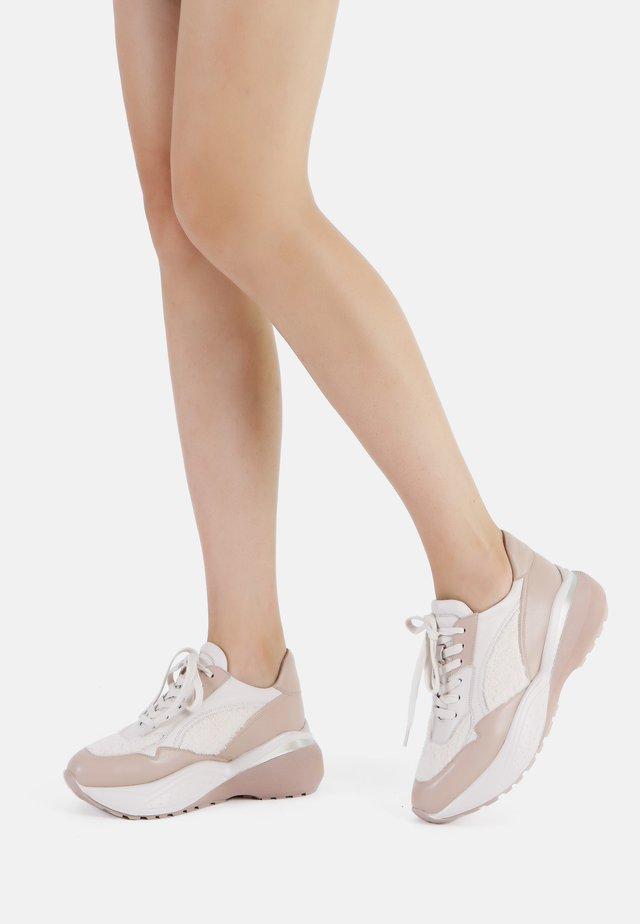 Sneakers laag - crema