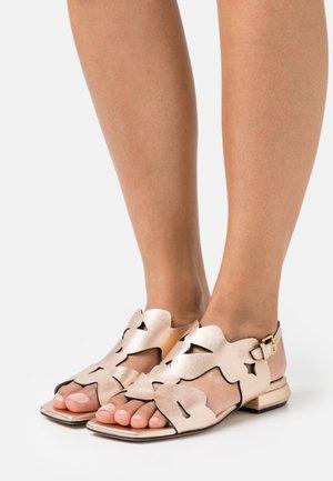 Sandali - cipria