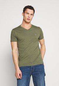 GANT - ORIGINAL SLIM V NECK - T-shirt - bas - olive - 0