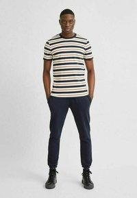 Selected Homme - T-shirt imprimé - sky captain - 1