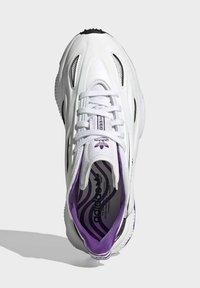 adidas Originals - OZWEEGO CELOX - Sneakers basse - white - 3