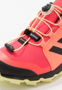 adidas Performance - TERREX GORETEX HIKING SHOES UNISEX - Trekingové boty - power berry/footwear white/signal pink - 2