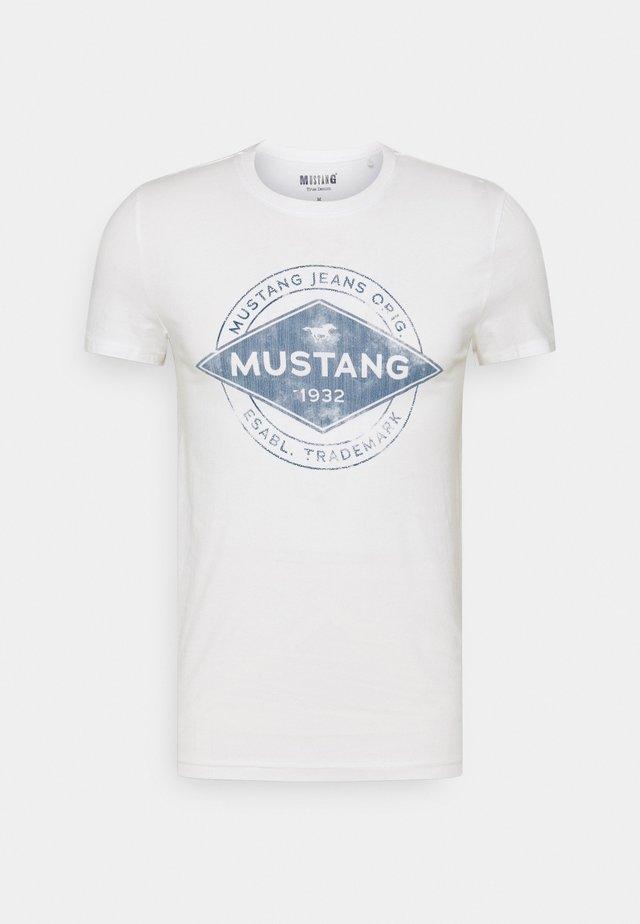 AARON - T-shirt imprimé - cloud dancer