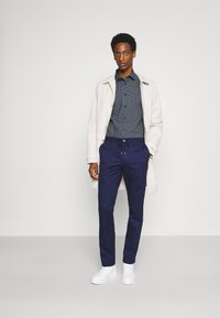 Tommy Hilfiger Tailored - GEO DOT - Formal shirt - navy/light blue - 1