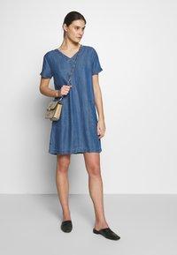Esprit - DRESS  - Jeanskjole / cowboykjoler - blue medium wash - 1