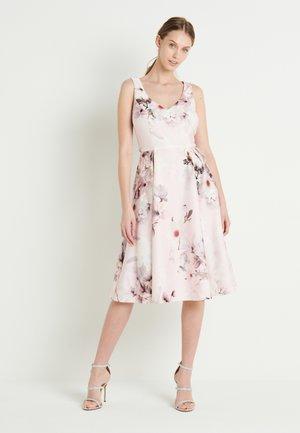 Jersey dress - hellrosa/bunt