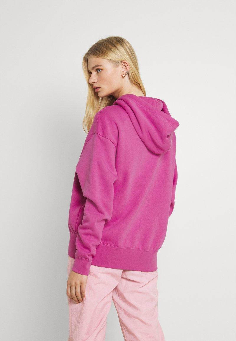 Nike Sportswear - HOODIE TREND - Sweatshirt - active fuchsia/white