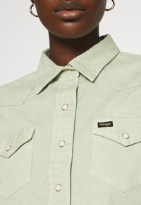 Wrangler - Skjorte - natural saige - 5