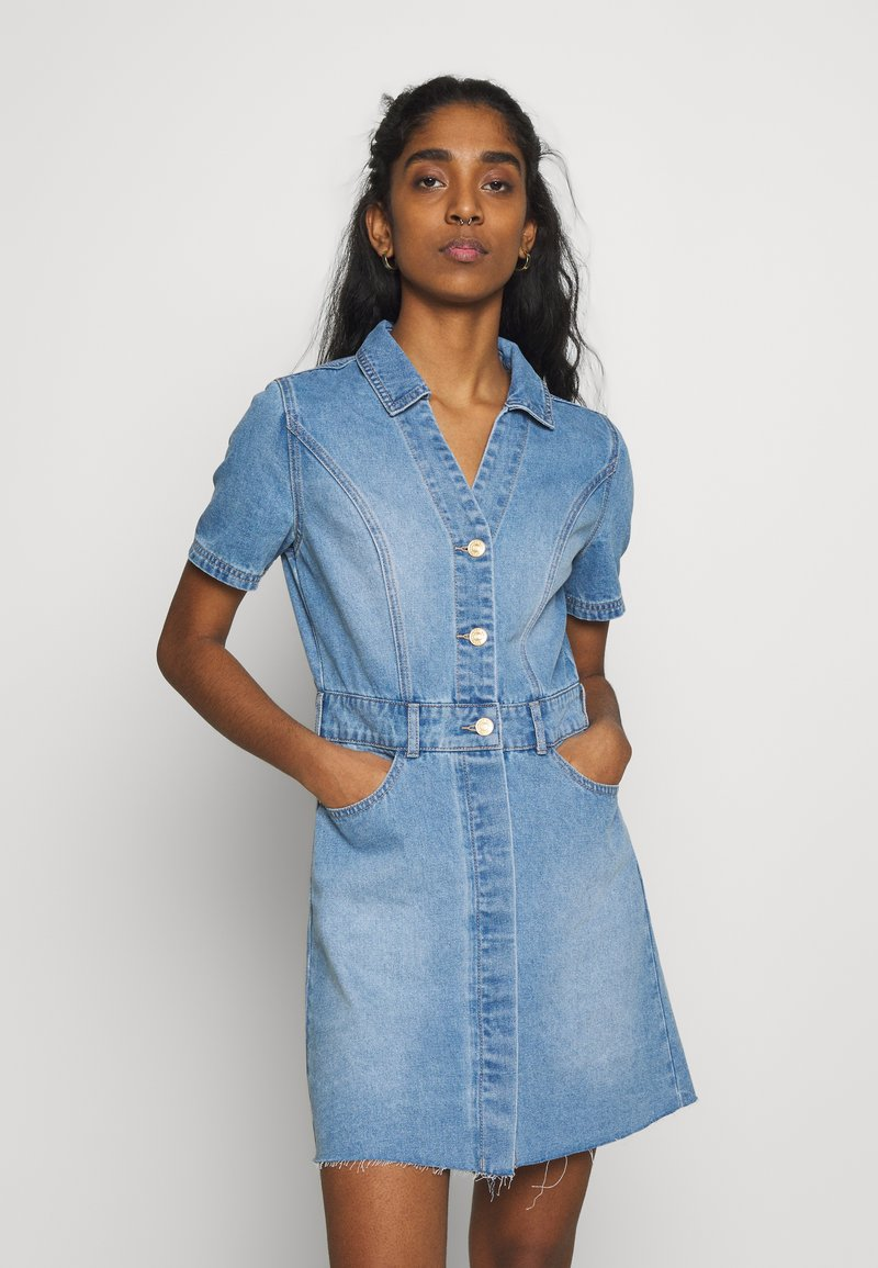 Noisy May - NMLISA DRESS - Denimové šaty - light blue denim