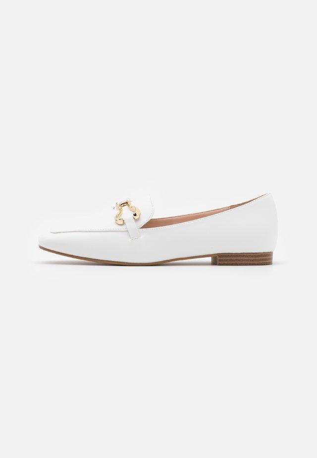 CLARETA - Mocassins - white