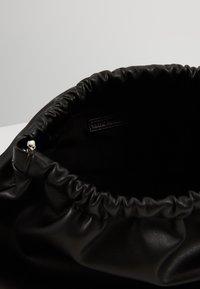 Who What Wear - CHARA - Sac bandoulière - black - 4