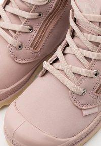 Palladium - PAMPA HI CUFF WPS - Šněrovací kotníkové boty - rose dust/pink tint - 5