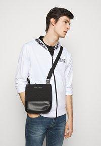 Emporio Armani - MESSENGER BAG UNISEX - Across body bag - black - 0