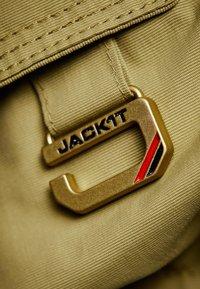 JACK1T - MOUNTAIN  - Gewatteerde jas - sand - 5