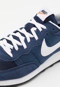 Nike Sportswear - CHALLENGER OG UNISEX - Zapatillas - midnight navy/white/black - 7