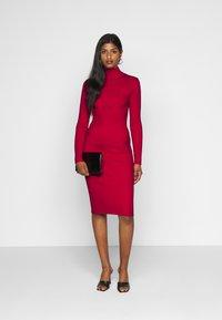 Fashion Union Petite - PHERSON - Strikket kjole - red - 1