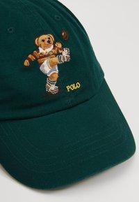 Polo Ralph Lauren - CLASSIC SPORT CAP BEAR - Cap - college green - 6