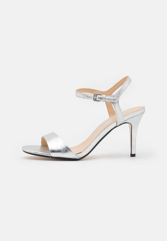 VALERIE - Sandały na obcasie - silver