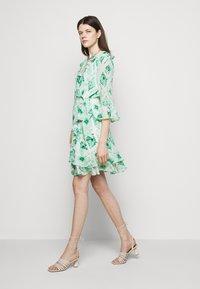 Marella - LIVREA - Denní šaty - verde smeraldo - 5