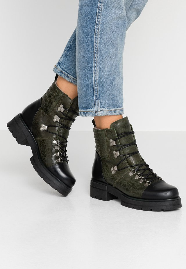 ALICE - Platform-nilkkurit - green