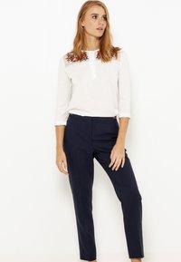Camaïeu - T-shirt à manches longues - craie - 1