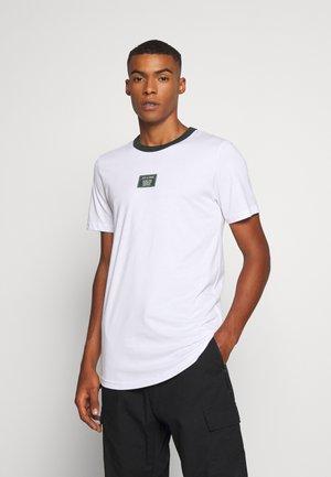 JCOJAX TEE CREW NECK - Print T-shirt - white