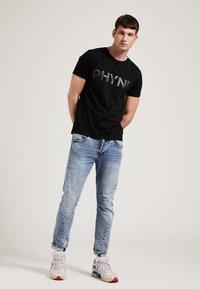 Phyne - THE STATEMENT PHYNE - T-shirt imprimé - black - 1