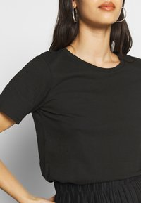 Even&Odd - BASIC ROUND NECK SHORT SLEEVES - T-shirt basic - black - 5