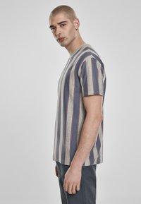 Urban Classics - T-shirt z nadrukiem - vintageblue - 3