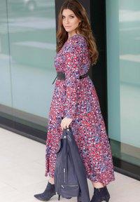 Sara Lindholm - Maxi dress - rot,blau,off-white - 2