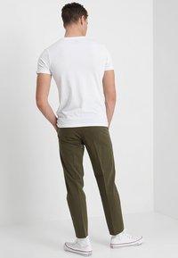 Alpha Industries - RAINBOW  - Print T-shirt - weiss - 2