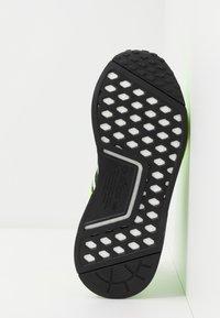 adidas Originals - NMD R1 - Matalavartiset tennarit - signal green/core black - 4