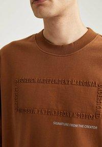DeFacto - OVERSIZED - Sweatshirt - brown - 4