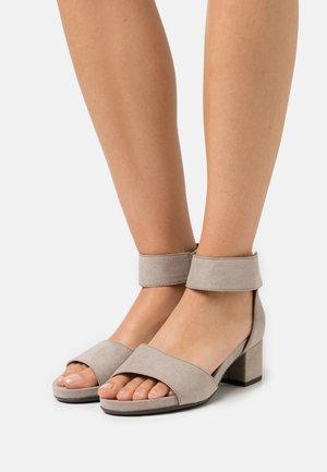 Sandaalit nilkkaremmillä - stone