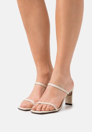 CANNES - Pantofle na podpatku - beige