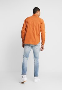 G-Star - STALT STRAIGHT BUTTON DOWN POCKET - Koszula - aged almond - 2