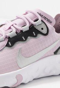 Nike Sportswear - RENEW ELEMENT 55 - Sneakers basse - iced lilac/metallic silver/off noir/light smoke grey - 2