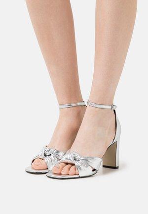 Sandalen - argent