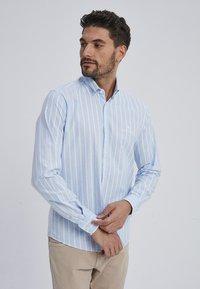 Auden Cavill - MARVIC - Shirt - blue - 0