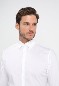 Selected Homme - SLHSLIMBROOKLYN - Camicia elegante - bright white - 4