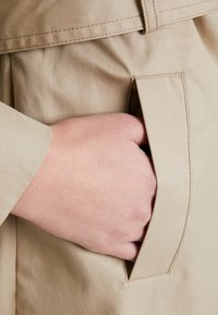 Guess - JANIS TRENCH - Trenchcoat - forest khaki - 5