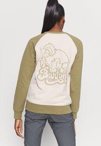 Burton - KEELER CREW - Bluza - khaki - 2