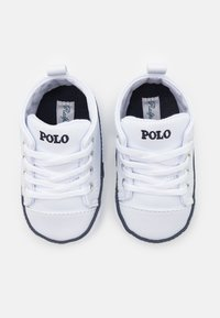 Polo Ralph Lauren - HAMPTYN HI LAYETTE UNISEX - First shoes - white/navy - 3