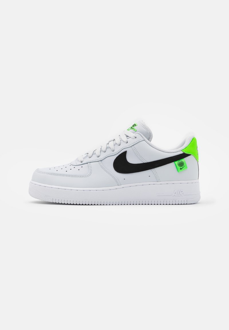 Nike Sportswear - AIR FORCE 1 '07 UNISEX - Sneakers basse - pure platinum/black/green strike