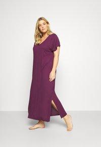 Evans - PURPLE V-NECK VISCOSE LONG NIGHTDRESS - Noční košile - purple - 1